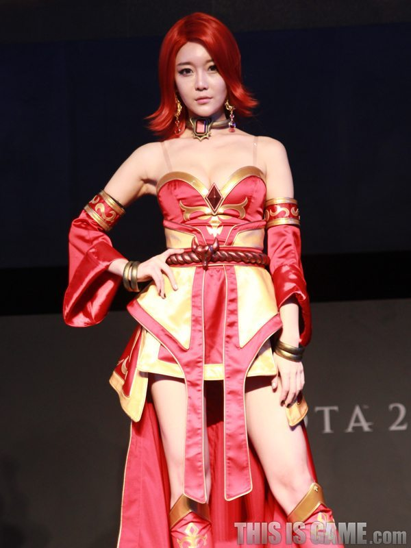 131115_gamelandvn_dota2cosplay01