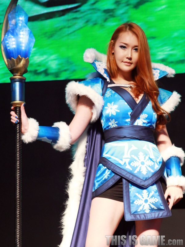 131115_gamelandvn_dota2cosplay03