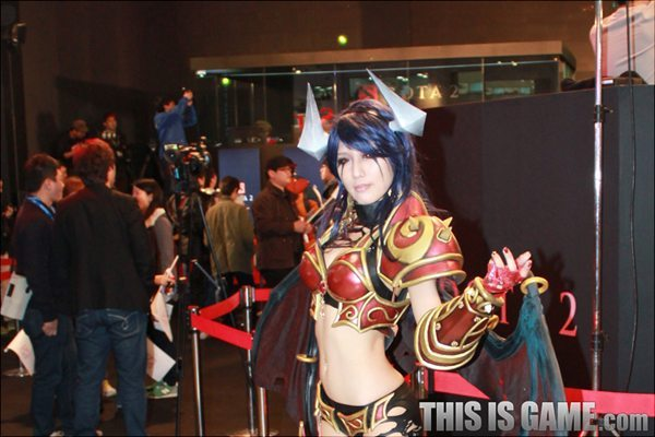 131115_gamelandvn_dota2cosplay09