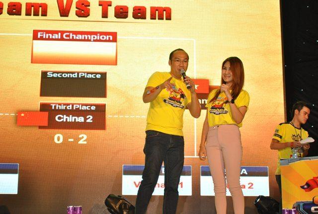 Giao lưu với một thành viên nữ của đội tuyển Thái Lan