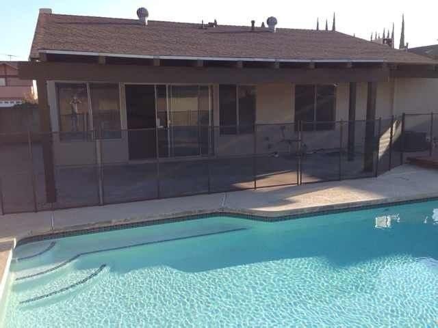 Bể bơi ngoài trời tại gaming house của LMQ iBUYPOWER