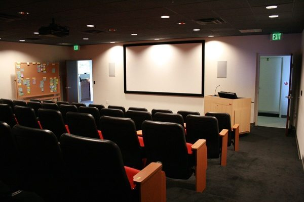 Phòng hợp lớn dành cho các cuộc họp đông người tham gia