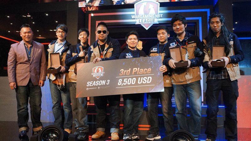 Hình ảnh trao giải cho 3 đội tham gia WGL APAC-Asia Season 3