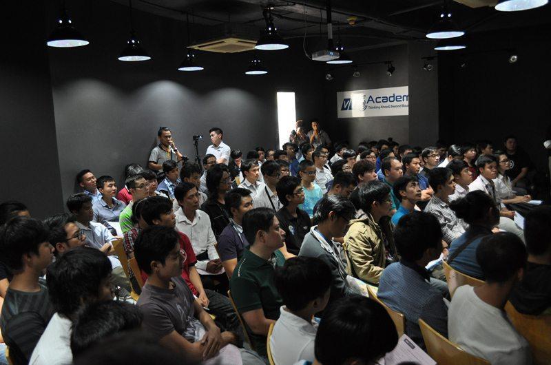 Buổi hội thảo thu hút được đông đảo lập trình viên và sinh viên quan tâm