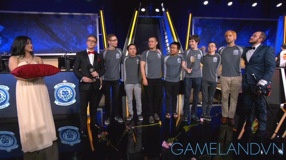 Phỏng vấn đội vô địch URFitational 2015: YOLO