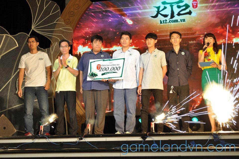 Trao giải cho các đội chiến thắng trong phần thi đấu giao hữu