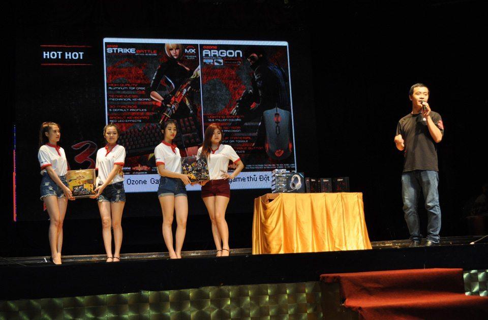 Đại diện Ozone Gaming giới thiệu chương trình Đồng hành cùng game thủ Đột Kích