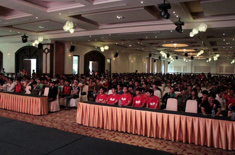 Hơn 2.000 fan hâm mộ 3Q Củ Hành có mặt tại Diamond Place