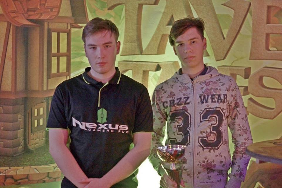xTracKyStyLe (phải) và Moody (trái), hai người có vị trí cao nhất tại PGL Spring Tavern Tales 2016