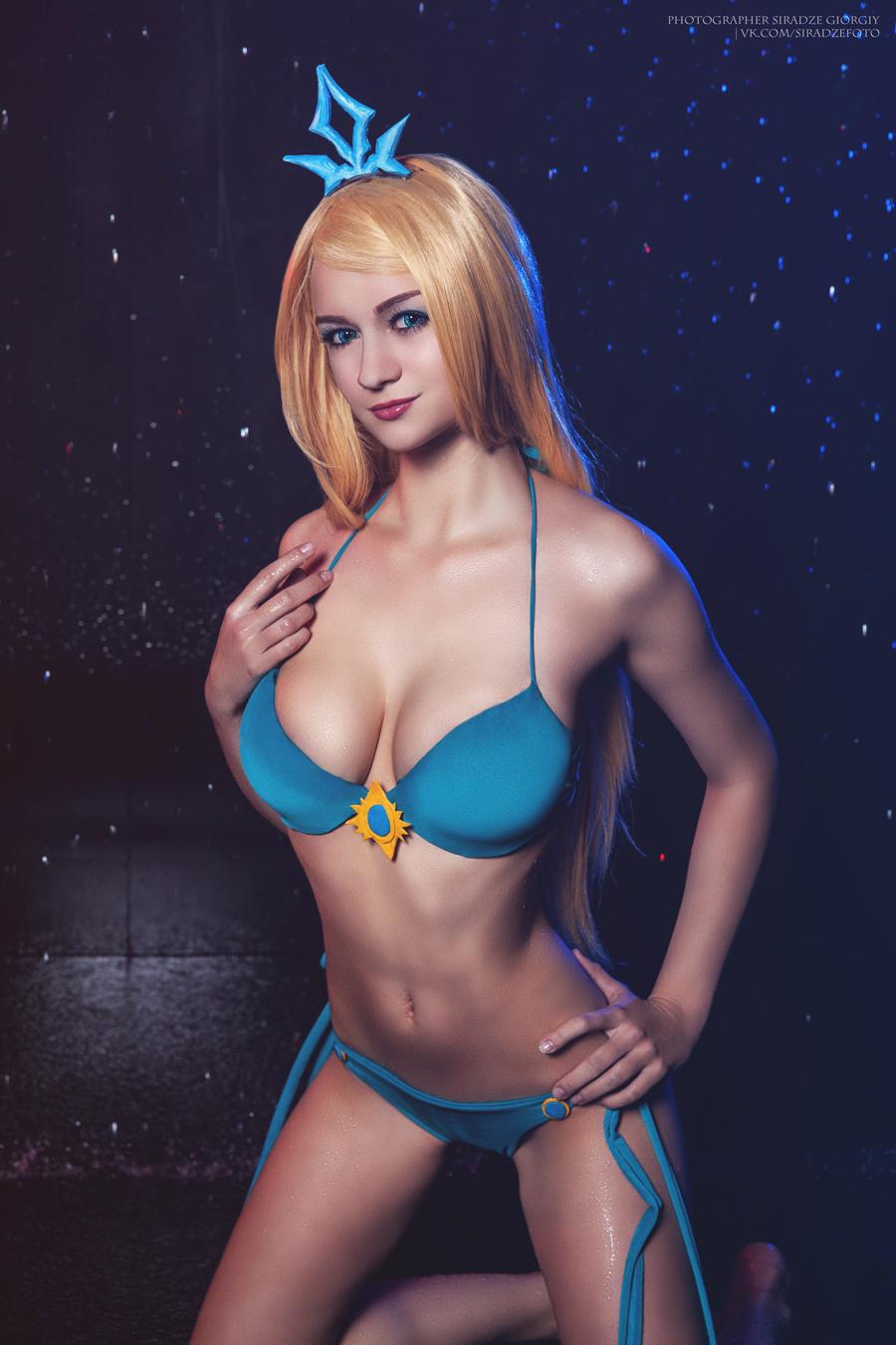 Cosplay Katarina Tiệc Bể Bơi và Janna Tiệc Bể Bơi cực chất