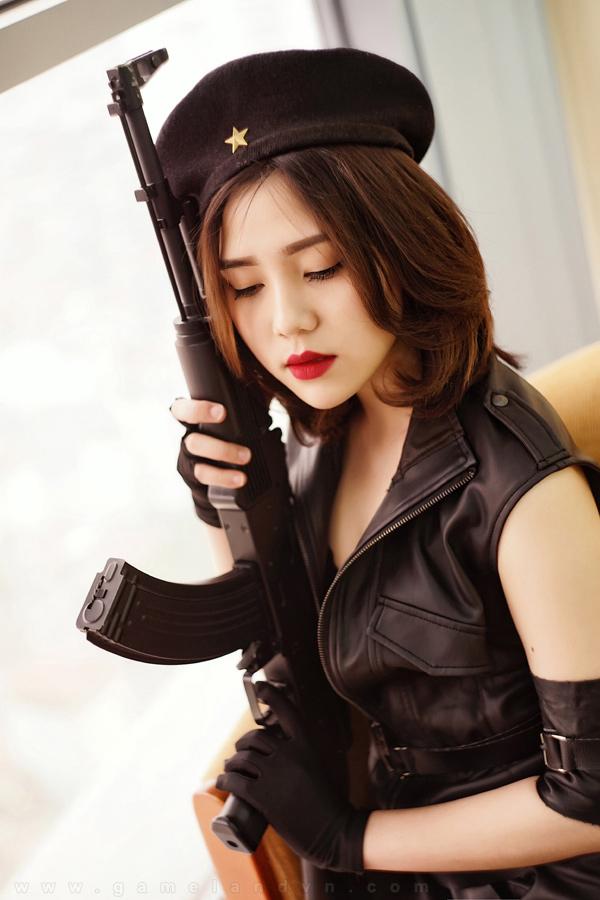 Ngắm cosplay Tổng Tư Lệnh cực chất của Diệp Super - Ảnh 02
