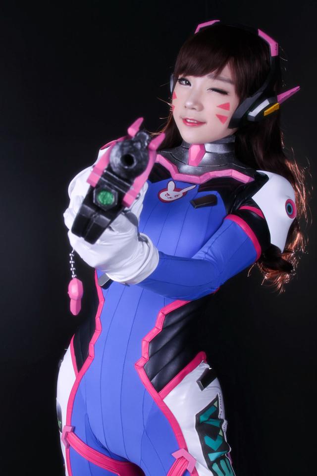 Overwatch: Ngắm cosplay D.Va siêu dễ thương của Aza Miyuko