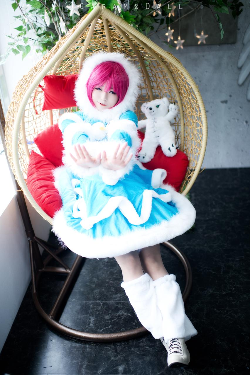 Rụng tim trước cosplay Annie Lửa Băng cực dễ thương