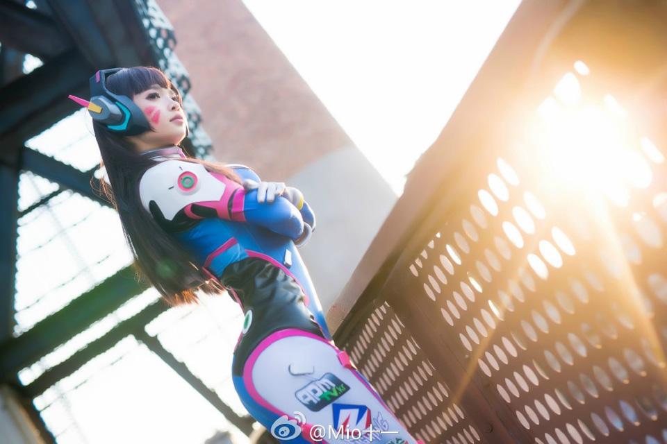Overwatch: Lặng người trước cosplay D.Va của Mio
