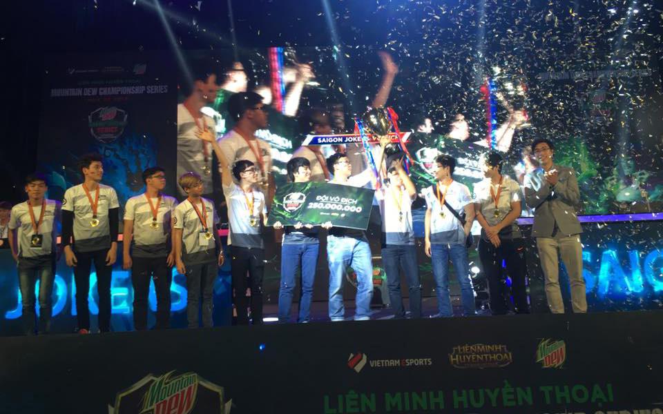 Saigon Jokers nâng cúp vô địch MDCS Mùa Hè 2016