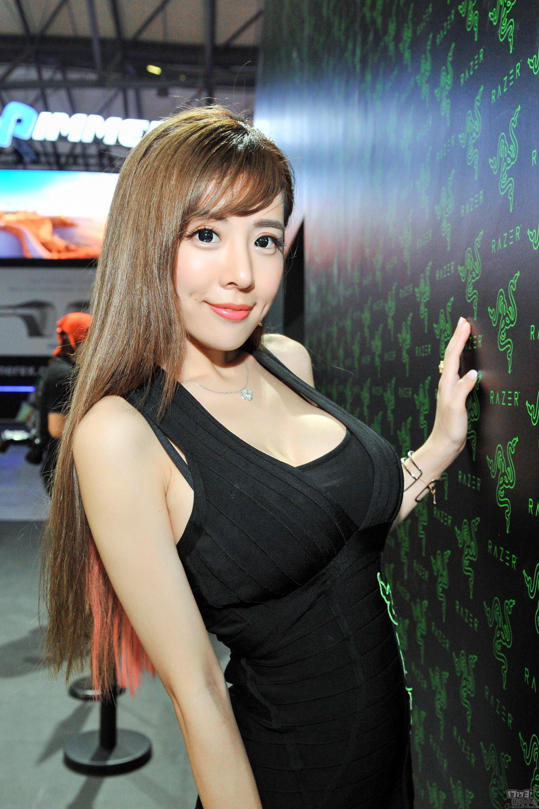 Chiêm ngưỡng loạt showgirl cực quyến rũ tại ChinaJoy 2016 - Ảnh _36