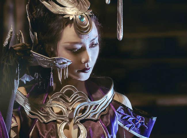 Tiểu Long Nữ khoe đường cong với cosplay Ngũ Độc