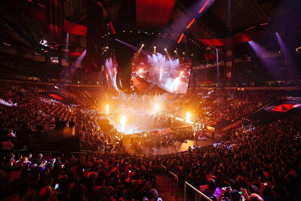 Bên trong Key Arena trước giờ diễn ra trận chung kết tổng The International 2016.
