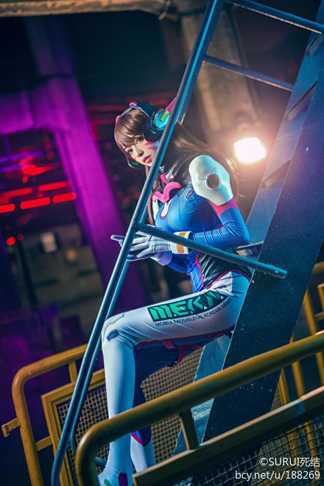 Overwatch: Ngắm cosplay D.Va khoe chân dài miên man