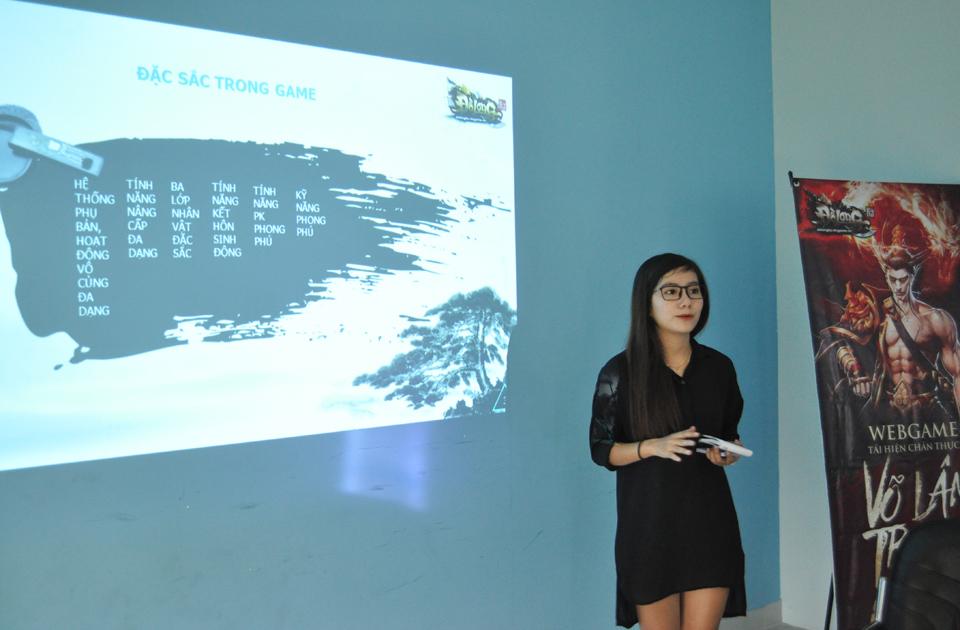 Đại diện VTC Game giới thiệu các tính năng nổi bật của Đồ Long Ký