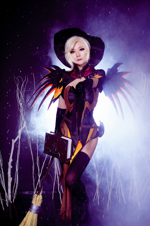 Overwatch: Ngắm cosplay Witch Mercy cực quyến rũ của Jcos - Ảnh 09