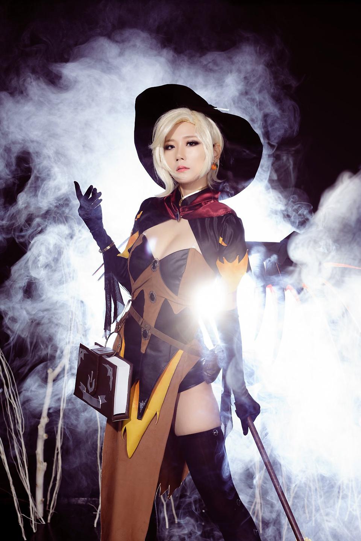 Overwatch: Ngắm cosplay Witch Mercy cực quyến rũ của Jcos - Ảnh 10