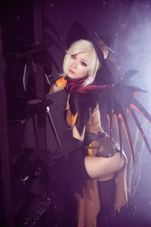 Overwatch: Ngắm cosplay Witch Mercy cực quyến rũ của Jcos - Ảnh 13