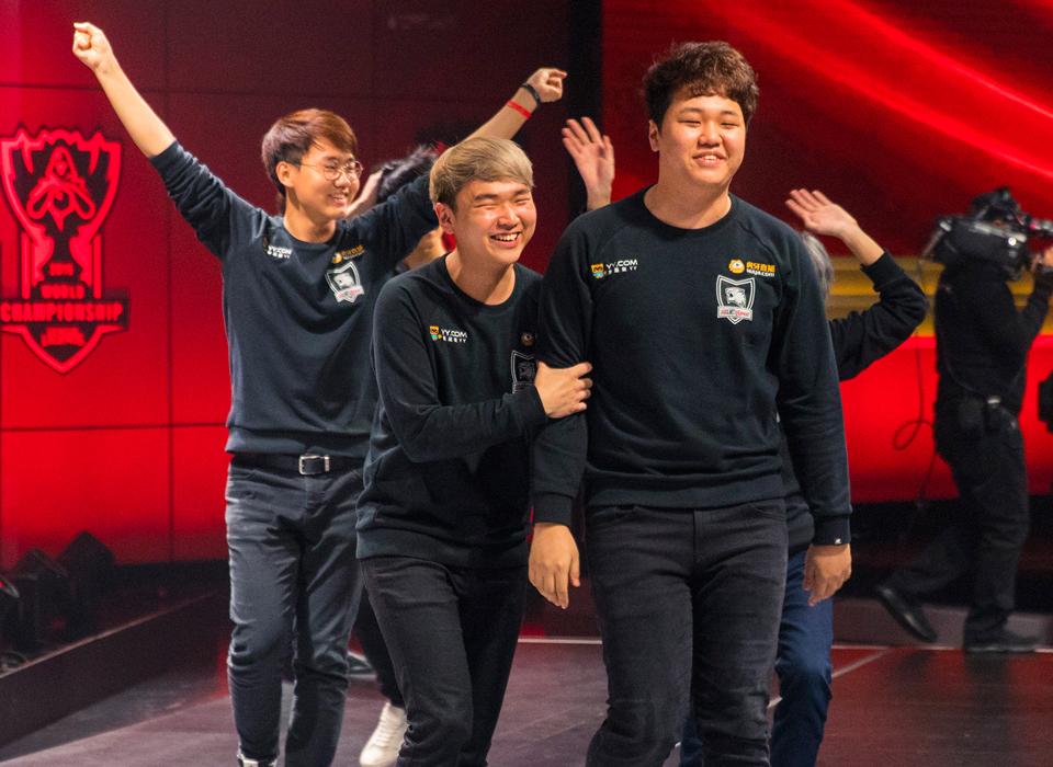 PraY và GorillA tiếp tục thi đấu cùng nhau dưới màu áo Longzhu Gaming.