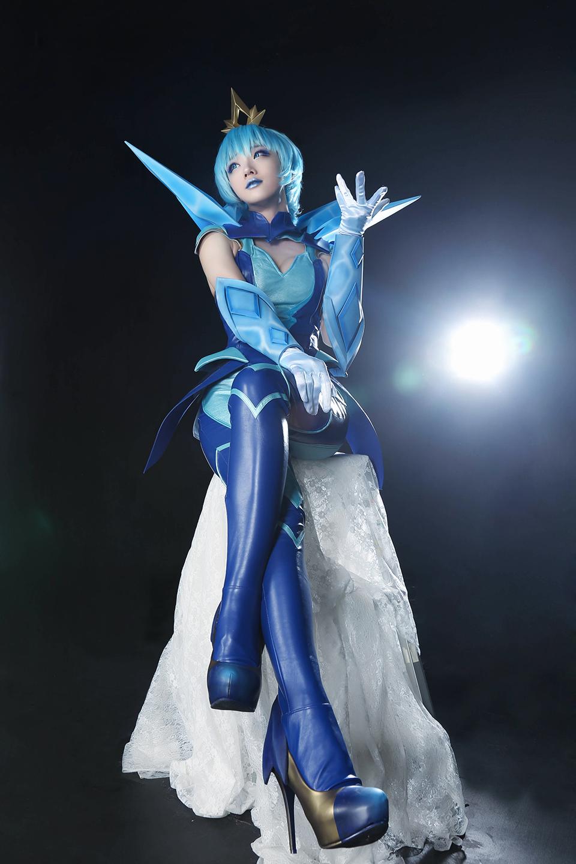 Miyuko kiêu sa với cosplay Lux Thập Đại Nguyên Tố
