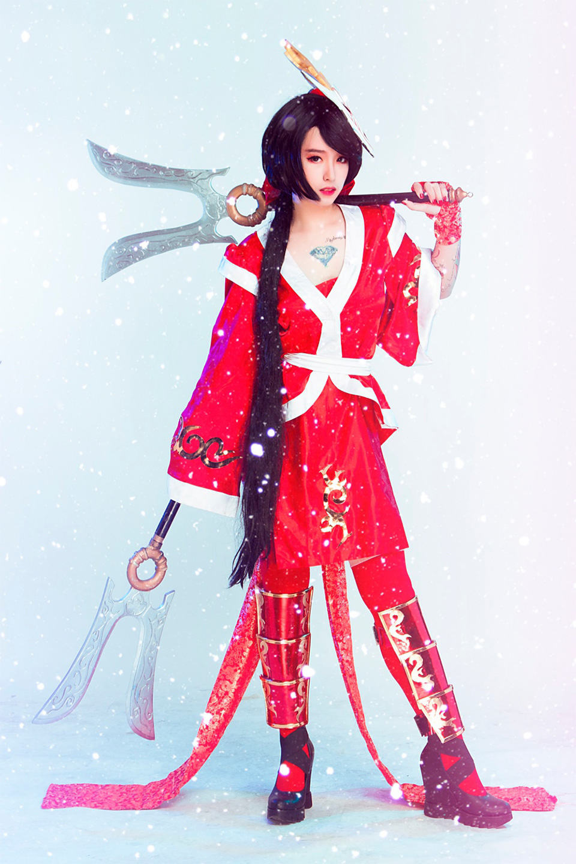 Tippy tung cosplay Akali Huyết Nguyệt đón năm mới 2017