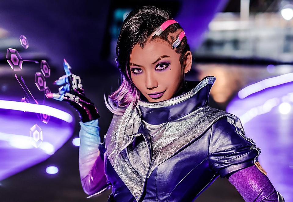 Pion hóa thân thành siêu hacker Sombra trong Overwatch