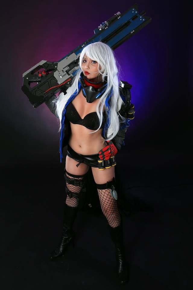 Hana Bunny cực quyến rũ với cosplay Soldier: 76