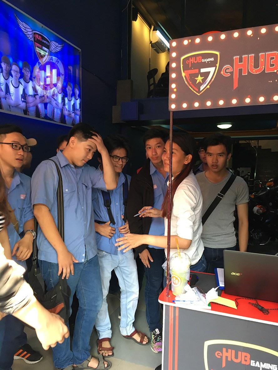 eHub Gaming Trường Tuấn 3: Khi phòng máy kết hợp cafe sang chảnh - Ảnh 1