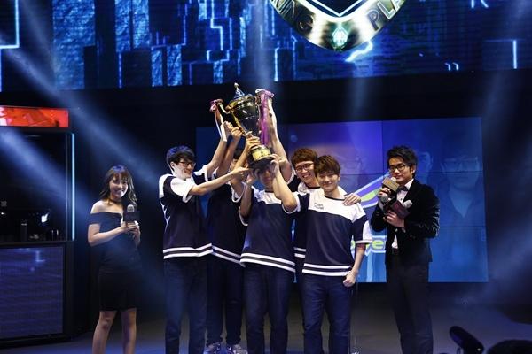 Flash Wolves lần thứ ba đăng quang vô địch LMS