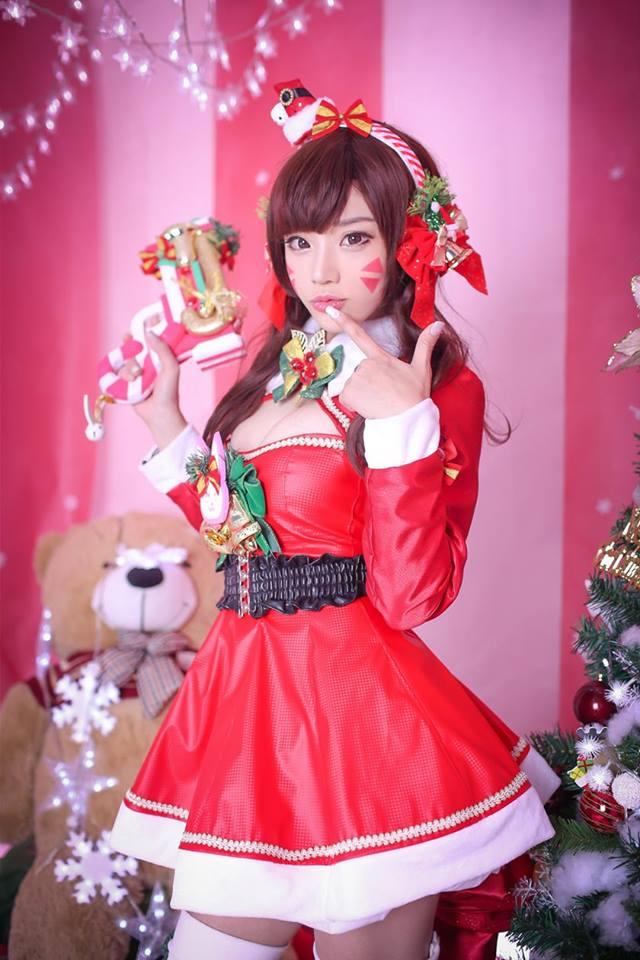 Aza Miyuko khoe vòng một với cosplay D.Va Giáng sinh - Hình ảnh 3