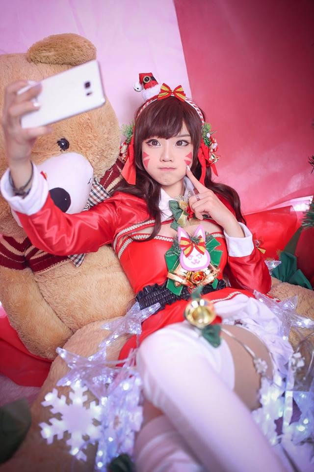Aza Miyuko khoe vòng một với cosplay D.Va Giáng sinh - Hình ảnh 4