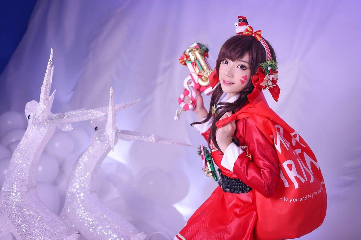Aza Miyuko khoe vòng một với cosplay D.Va Giáng sinh - Hình ảnh 5