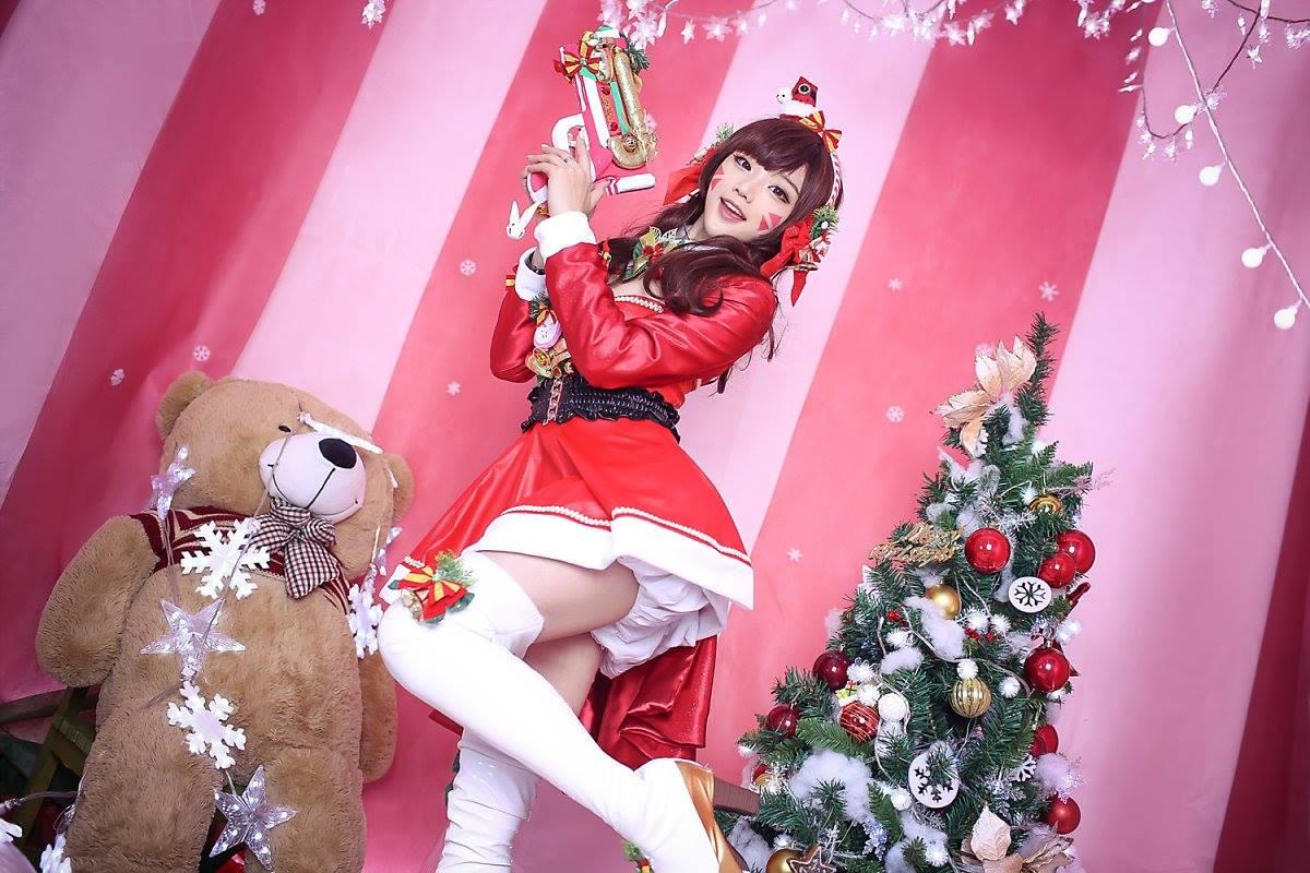 Aza Miyuko khoe vòng một với cosplay D.Va Giáng sinh - Hình ảnh 7