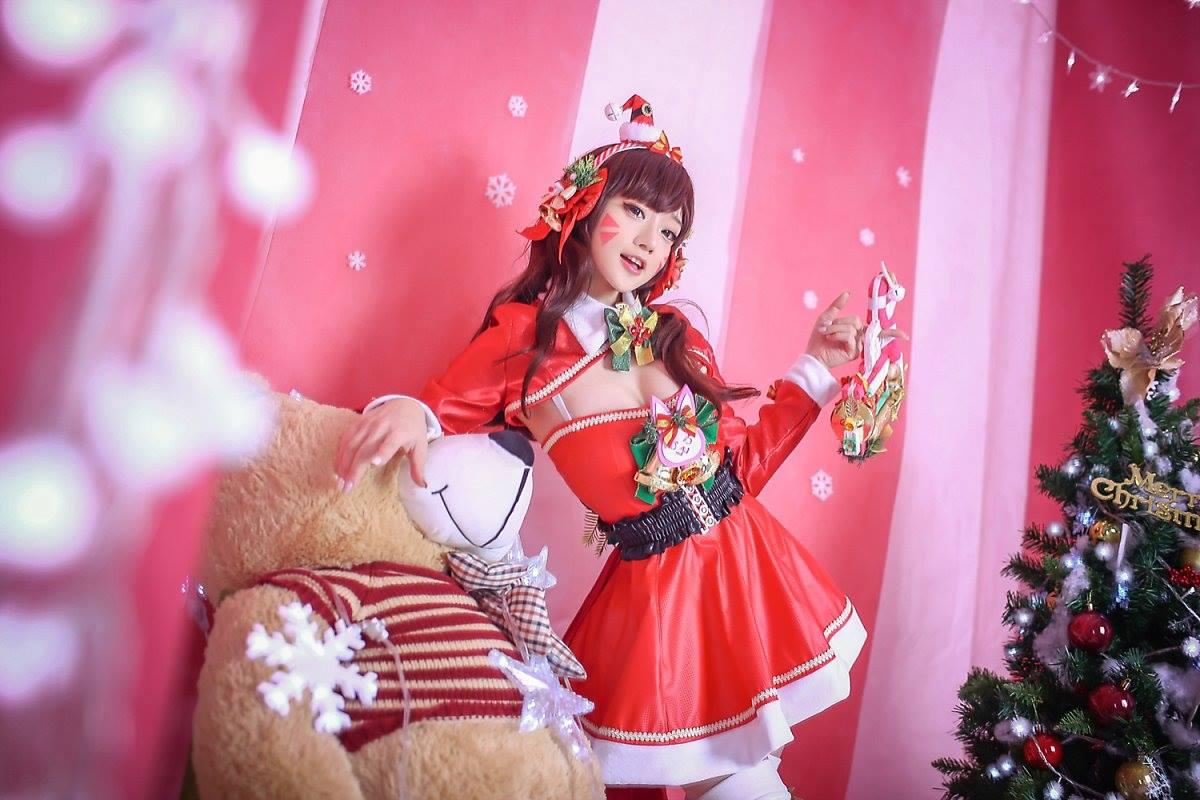 Aza Miyuko khoe vòng một với cosplay D.Va Giáng sinh - Hình ảnh 8