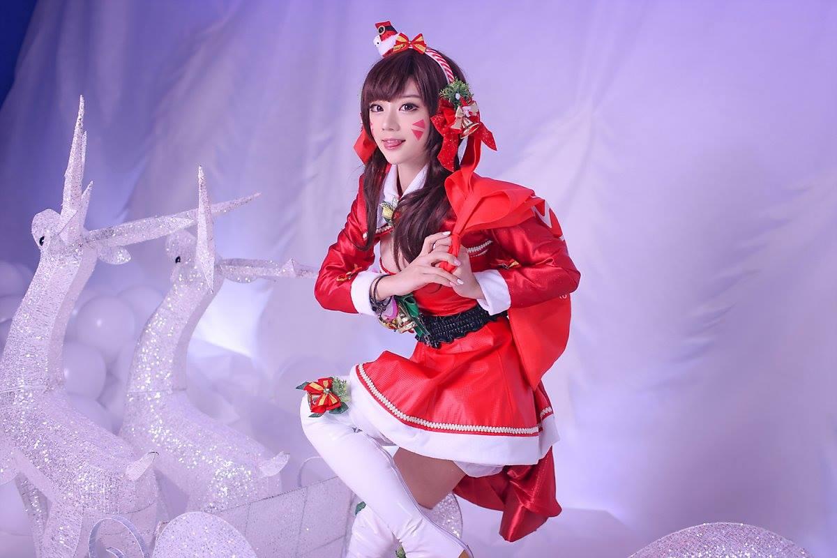 Aza Miyuko khoe vòng một với cosplay D.Va Giáng sinh - Hình ảnh 10