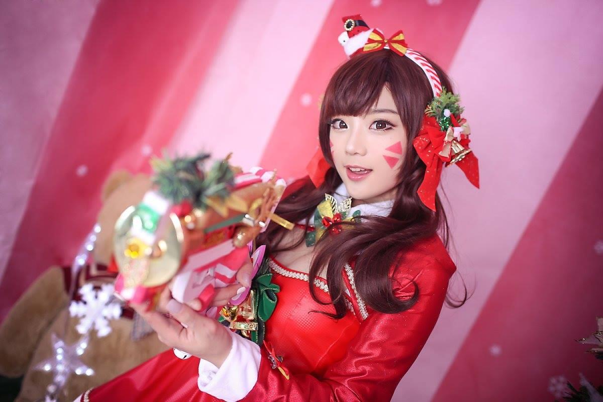 Aza Miyuko khoe vòng một với cosplay D.Va Giáng sinh - Hình ảnh 11