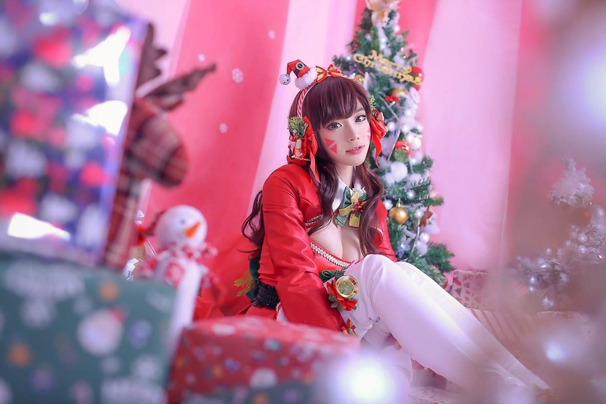 Aza Miyuko khoe vòng một với cosplay D.Va Giáng sinh - Hình ảnh 12