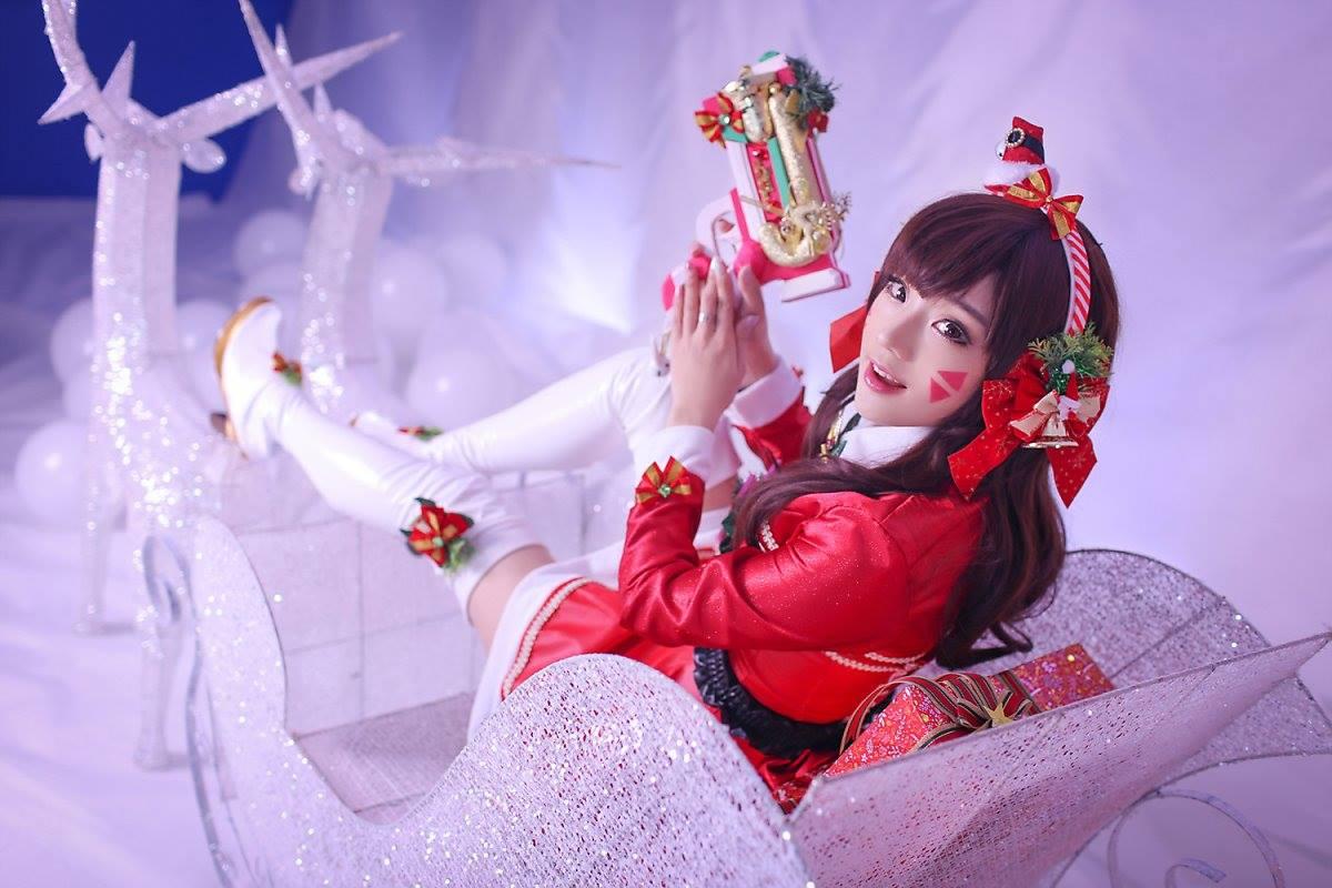 Aza Miyuko khoe vòng một với cosplay D.Va Giáng sinh - Hình ảnh 13