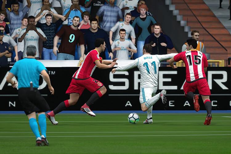 Phòng thủ tự động trong FIFA Online 4