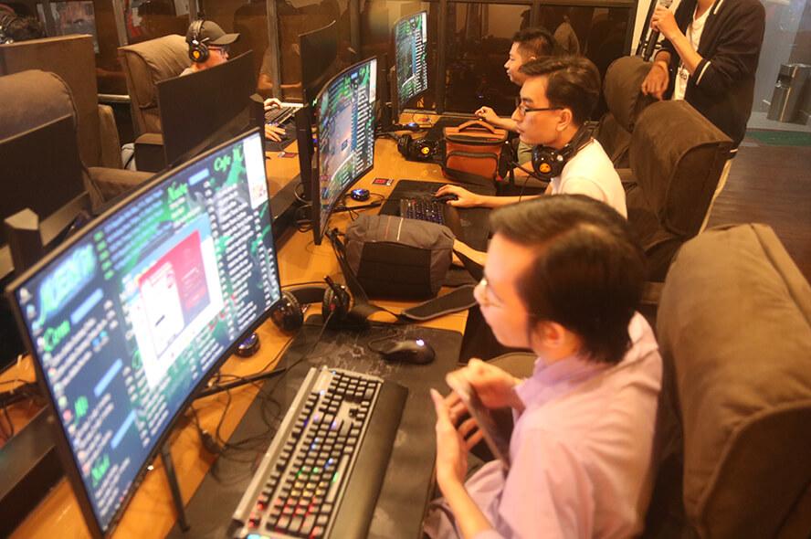 MSI Optix AG32C và Optix MAG321 CQR chuẩn bị tấn công thị trường phòng máy 8
